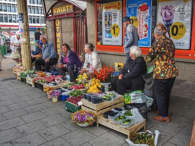 """Grandmas selling fruits and vegetables in Szczecin/Stettin"""