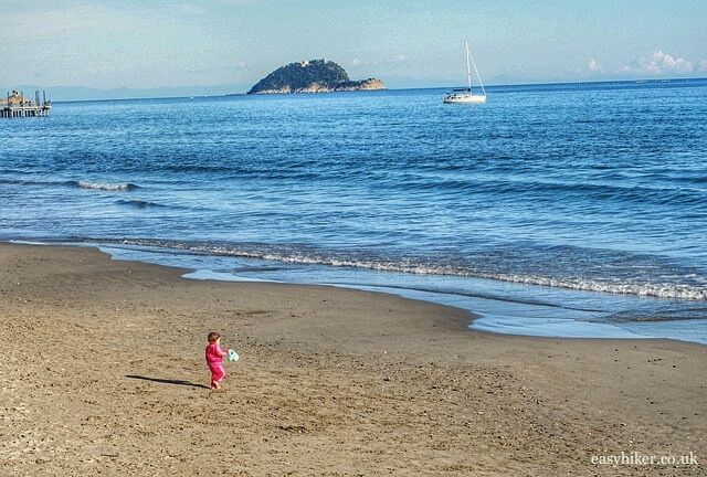 """perfect winter walk on Alassio's sandy beach"""
