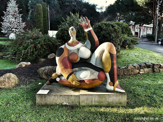 """statue in the style of Picasso on Vallauris roundabout"""