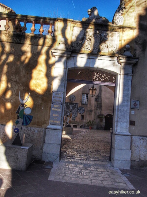 """Entrance to Vallauris ceramics and Picasso museum"""