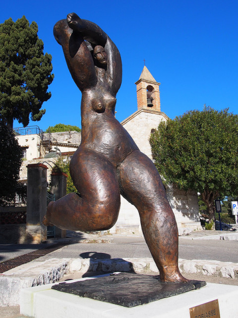 """artistic bronze statue in St Paul de Vence - taste of provence"""