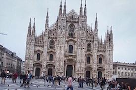 """WALKS IN MILAN"""