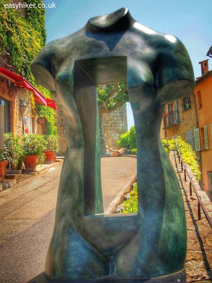 """VENUS DANS LE VIDE by Sasha Sosno -Monumental at Mougins"""