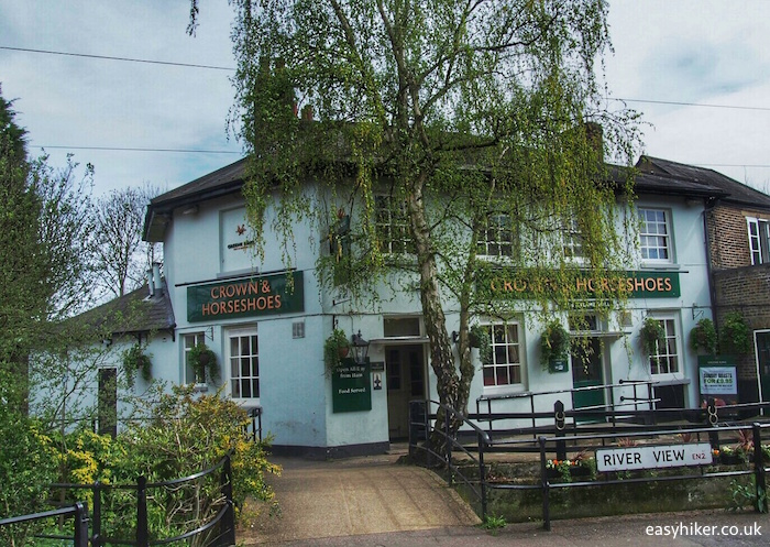 """""""Crown and Horseshoes pub in Enfield London - top borough"""""""