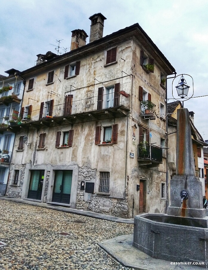 """old house in Domodossola"""