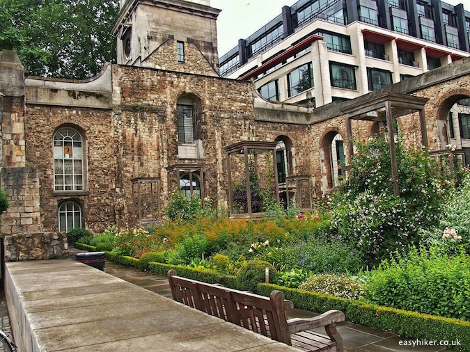 """Greyfriars Park along the city walk around the London Wall"""