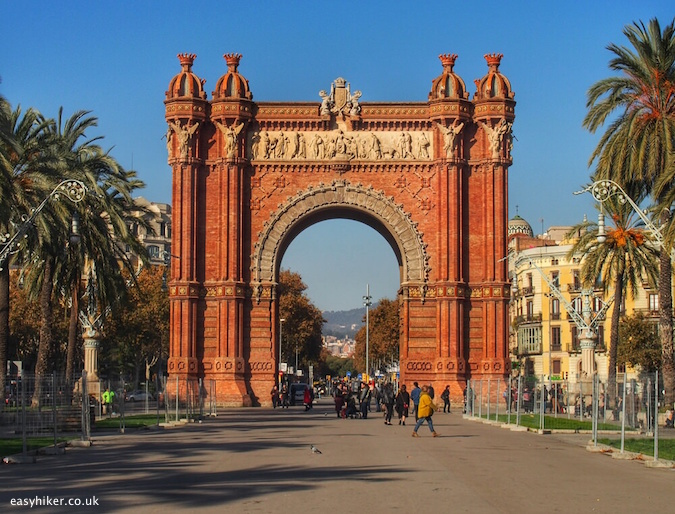 """Arc de Triomf - Barcelona City Walks"""