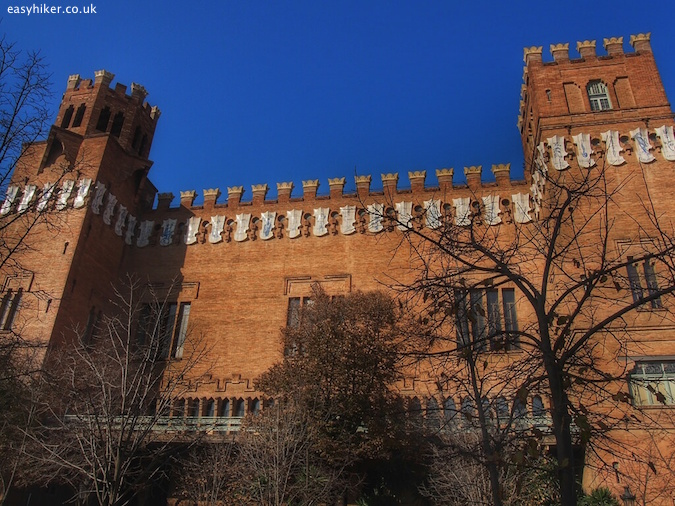 """Castell des Tres Dragons - Barcelona City Walks"""