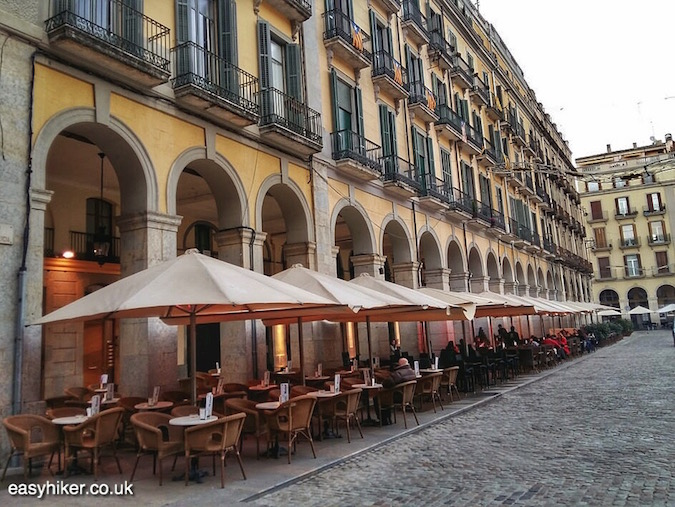 """where to eat in Placa de la Independencia - Great Wall of Catalonia in Girona"""