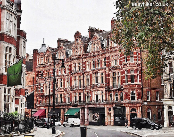 """Mayfair area - in search of the Ghosts of London"""