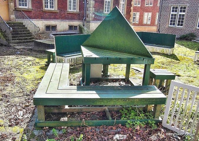 """Siah Armajani's Study Garden in Muenster a modern art hotspot"""