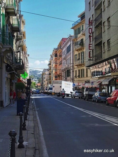 """Professional Cycling in via Roma in Sanremo"""