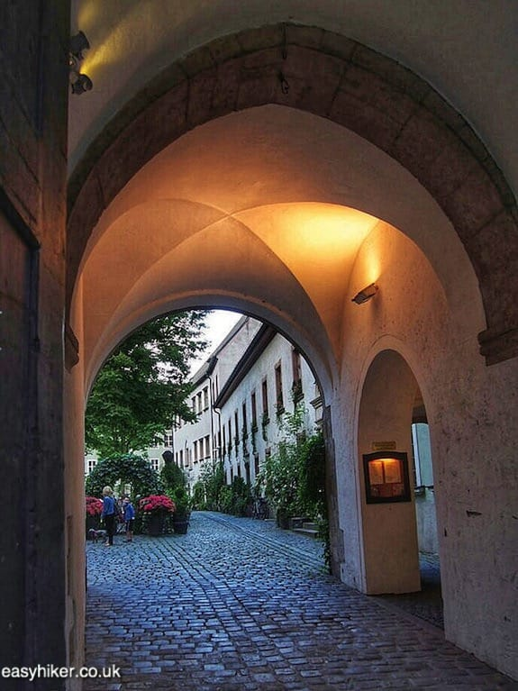 """arcade - Regensburg you got a heart of stone"""