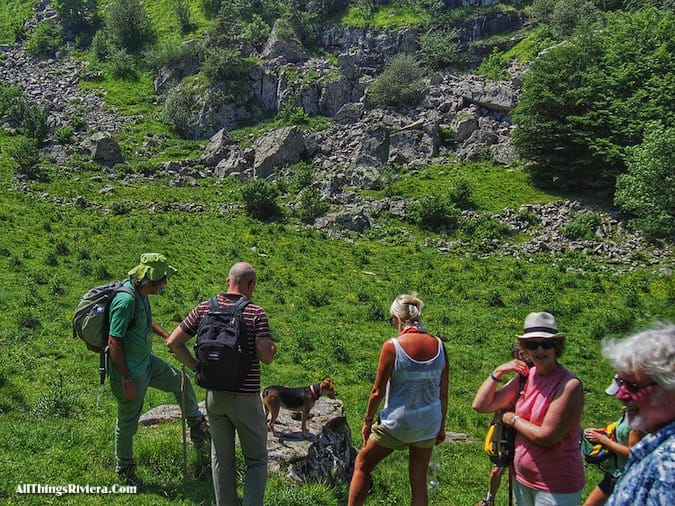 """"""" Easy Hiking in the Italian Riviera Backcountry with the dog"""""""